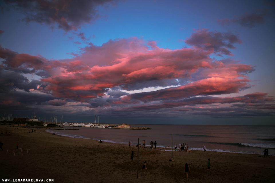Puesta del sol en Barcelona by Lena Karelova