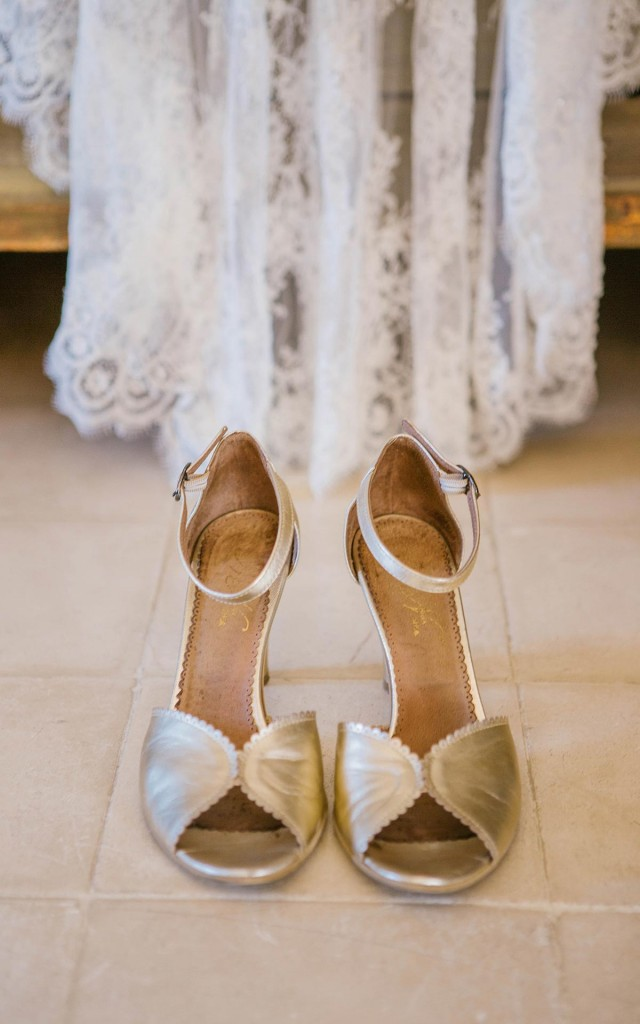 Wedding shoes. Wedding decarations. Castell de Emporda wedding photogaphy. Destination wedding photographer Spain.
