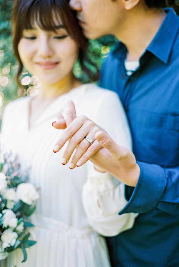 Lovely engagement ring | Fin Art Photographer | Lena Karelova Photography | Barcelona Film Wedding Photographer