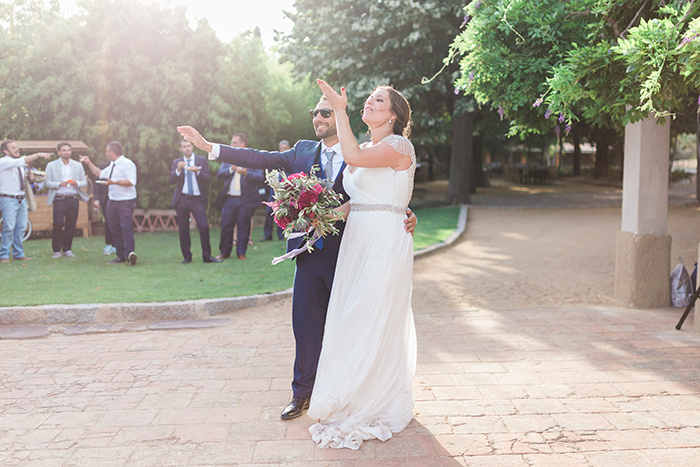 Greeting guests| Wedding at Torre Sever | Destination Wedding Photographer Barcelona