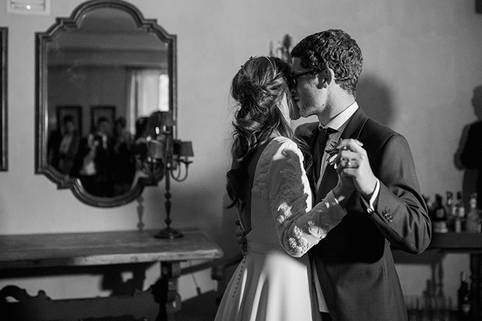 First dance |Wedding at Mas Vidrier | Destination Wedding Photographer Barcelona