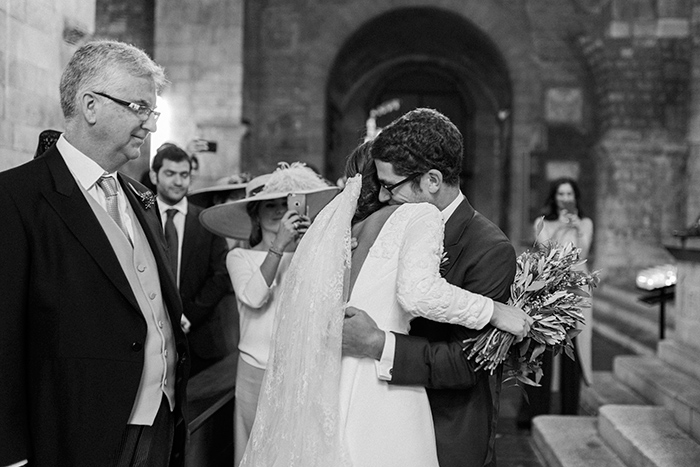 Groom recieving bride at the altar |Wedding at Mas Vidrier Barcelona| Destination Wedding Photographer Barcelona