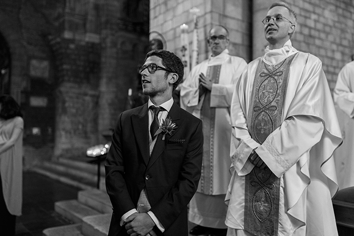 Groom waiting at the altar |Wedding at Mas Vidrier | Destination Wedding Photographer Barcelona