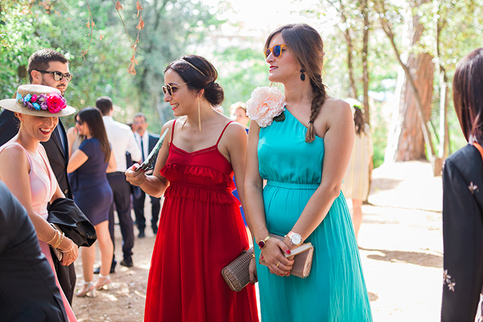 Bright colors dresses | Wedding at Torre Sever | Destination Wedding Photographer Barcelona