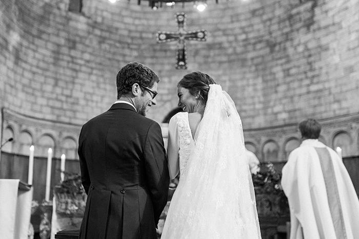 Happy newlyweds at the ceremony | Monastery Sant Pere de Puelles |Wedding at Mas Vidrier | Destination Wedding Photographer Barcelona