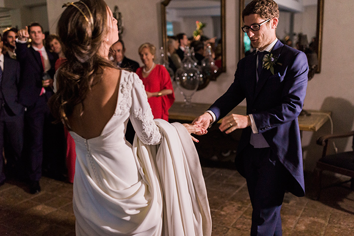 Bride and groom dancing |Wedding at Mas Vidrier | Destination Wedding Photographer Barcelona