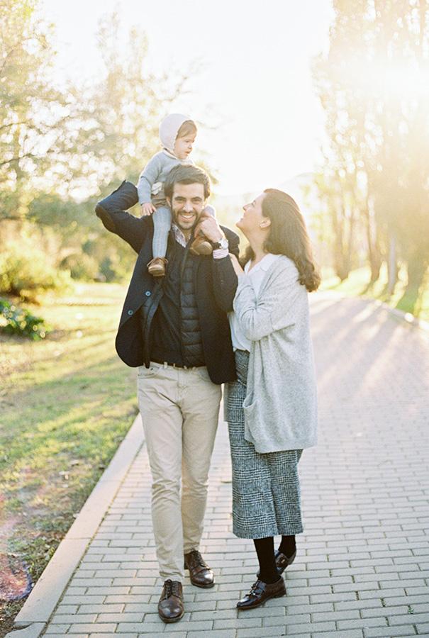 Happy family during the walk | Family Photoshoot in Barcelona |Film Family Photographer | Lena Karelova | Kodak Portra 400