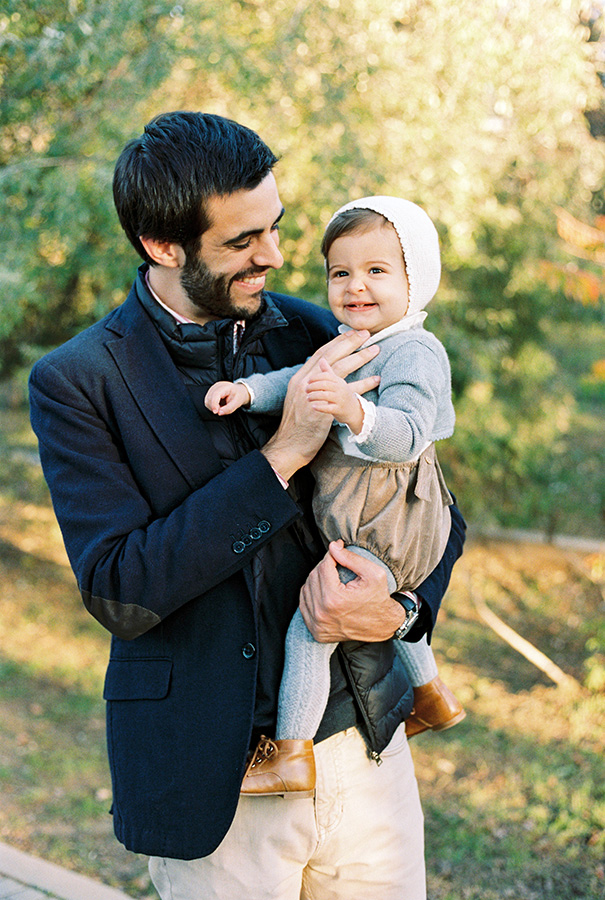 Daddy and his little daudher   Family Photoshoot in Barcelona  Film Family Photographer   Lena Karelova