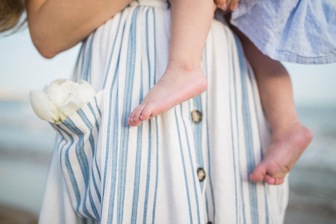 Sitges Family Photographer | Lovely fingers| Lena Karelova Photographer in Barcelona