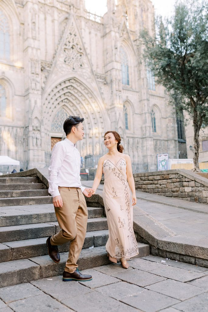 Barcelona Cathedral Couple Photoshoot Ideas