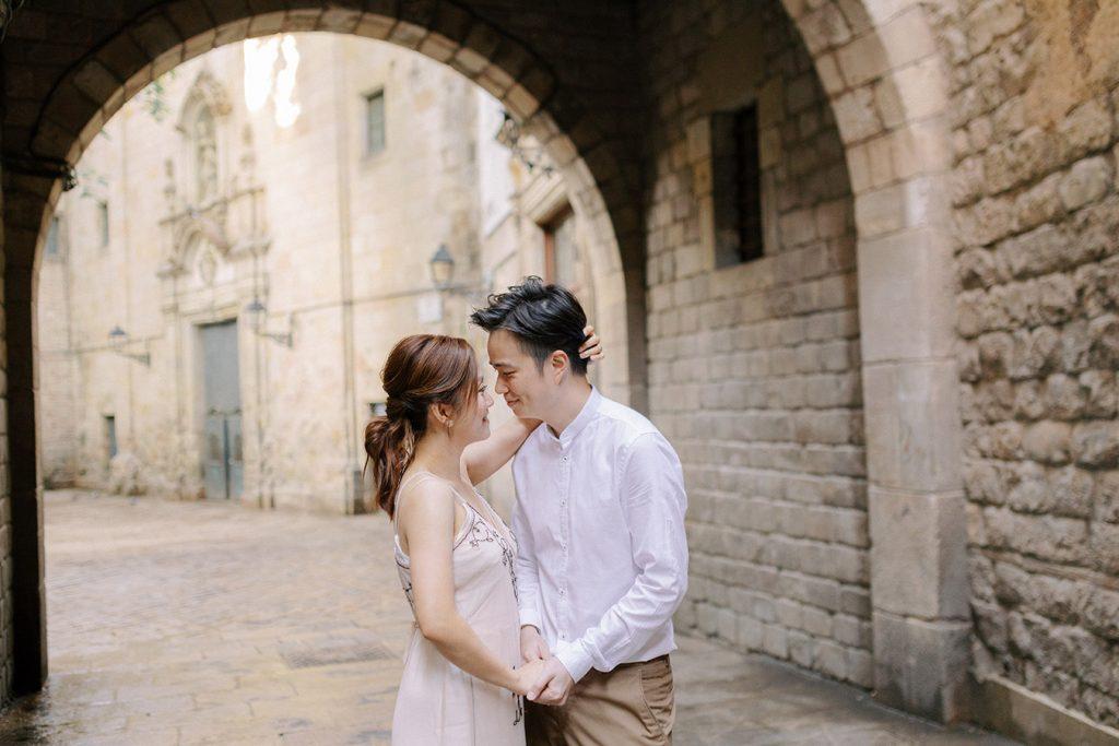 Plaza Felipe Neri Couple Photo shoot ideas
